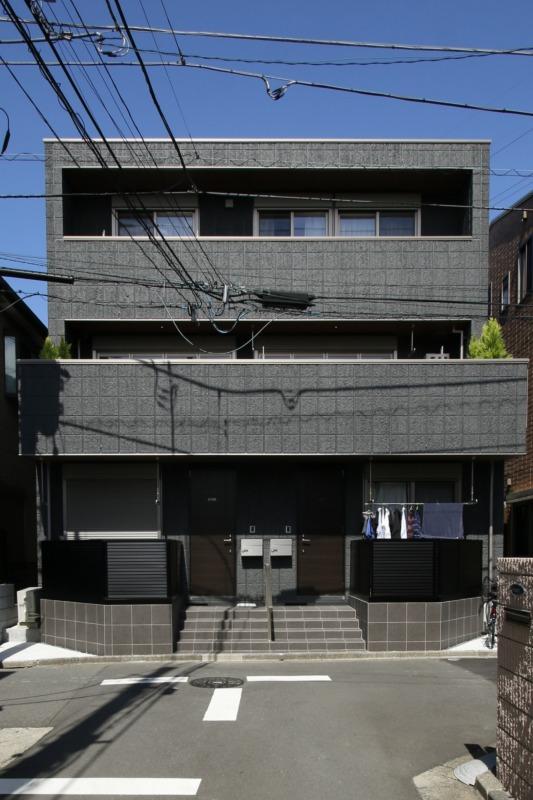 南が玄関のマンション側の外観です