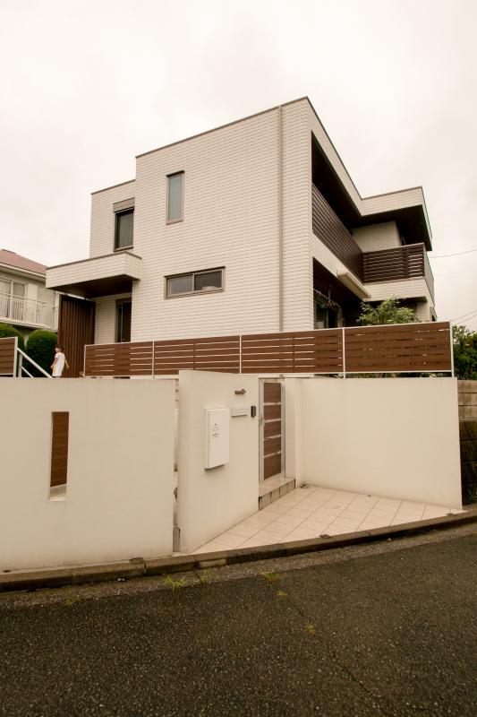 建物と外構一体化を意識し、バランスの良いモダンな雰囲気に