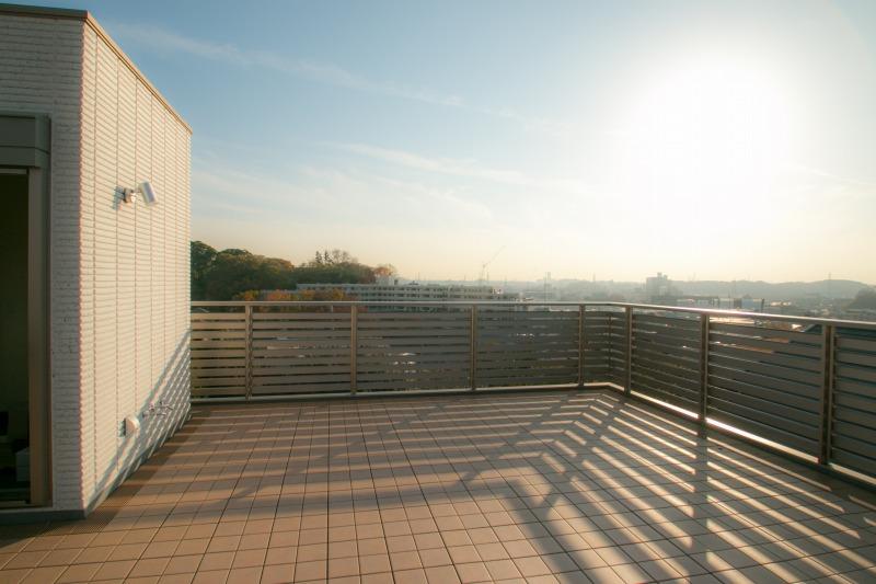高台景観を満喫できる屋上は視線を気にすることがないもう一つのリラックススペースです