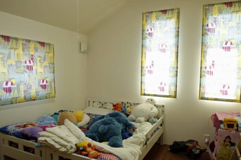 アクセントになるカーテンでかわいい子供部屋になりました