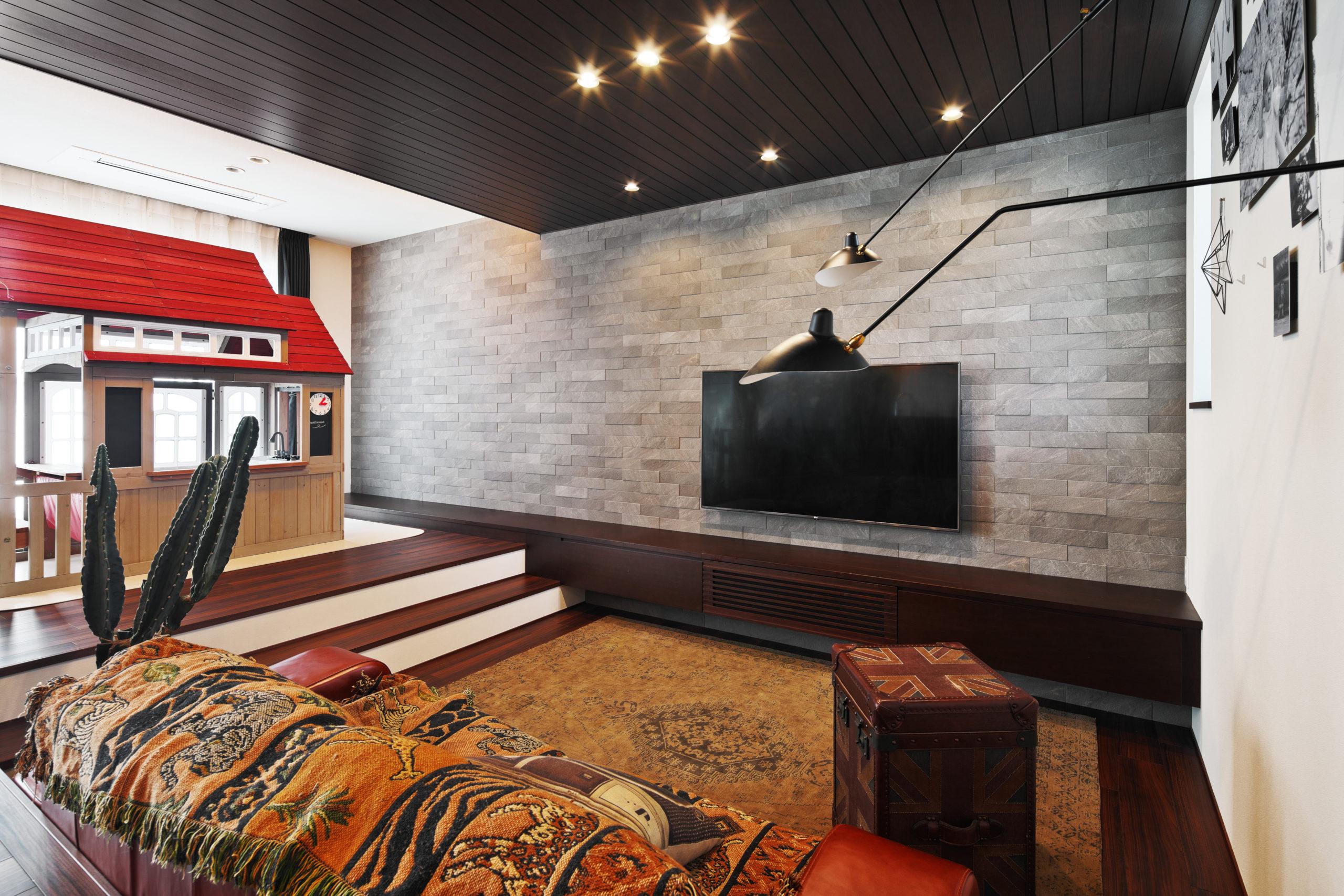 ダウンフロア廻りの家具や小物もブルックリンスタイルで統一されている