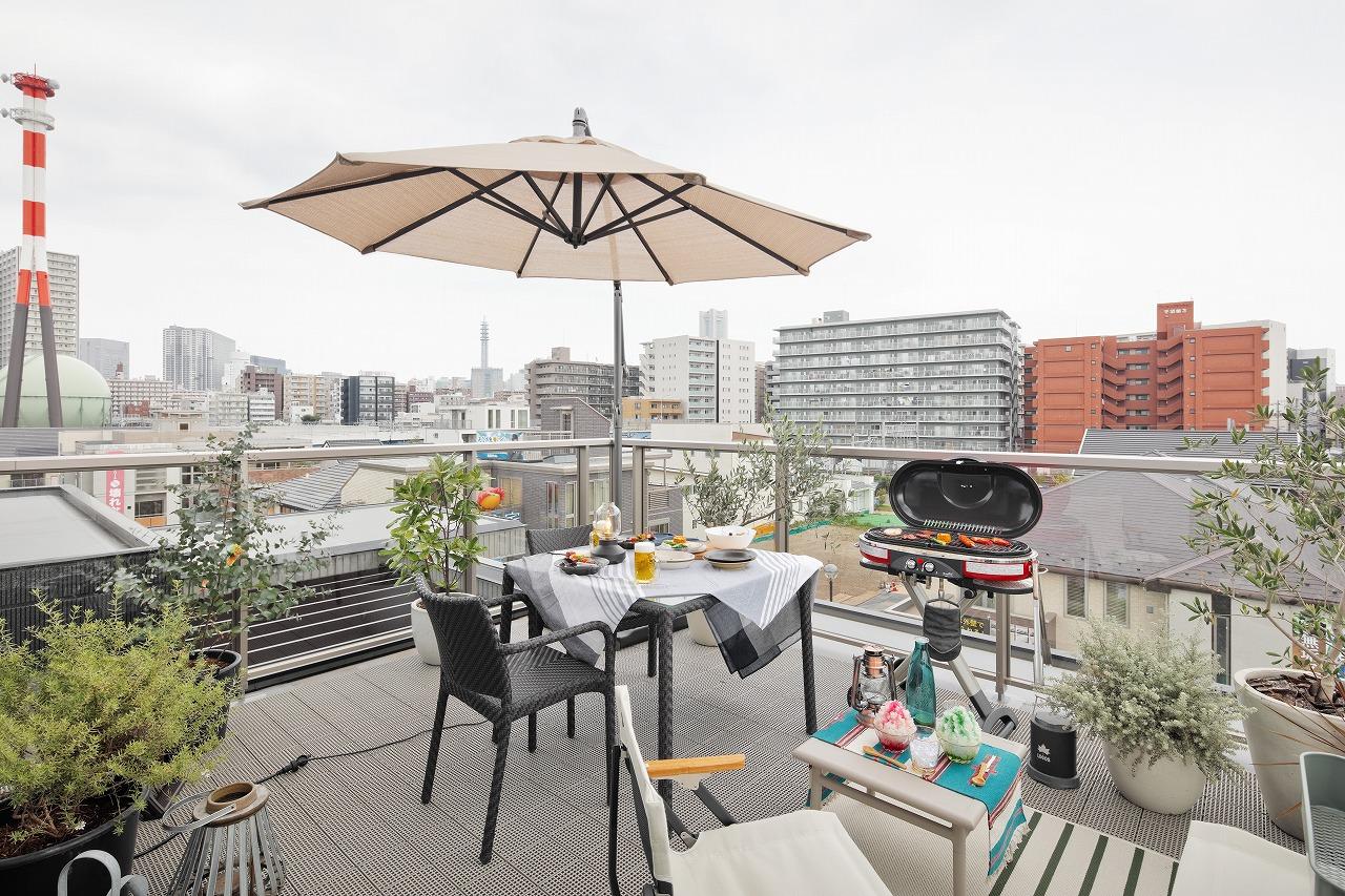 見晴らしの良い屋上は使い方いろいろ! BBQに夜空の観察、ホームbarなど想像が膨らみます。